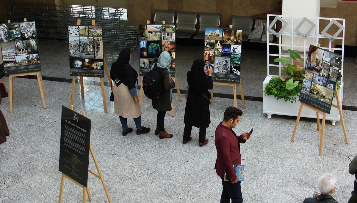 """Les panneaux de l'exposition """"Paysages architecturaux"""" de l'association Ar'site."""